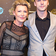 NLD/Amsterdam/20151215 - première van STAR WARS: The Force Awakens!, Saskia Noort met haar zoon Mathieu Schellekens