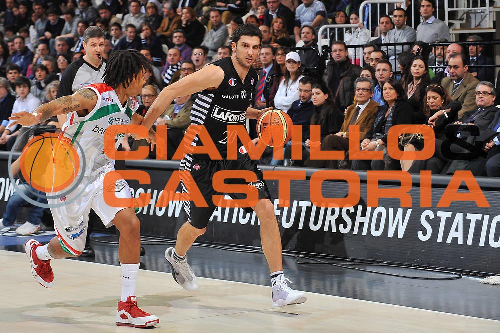 DESCRIZIONE : Bologna Final Eight 2009 Semifinale Bancatercas Teramo La Fortezza Virtus Bologna<br /> GIOCATORE : Dusan Vukcevic  <br /> SQUADRA : La Fortezza Virtus Bologna<br /> EVENTO : Tim Cup Basket Coppa Italia Final Eight 2009<br /> GARA : Bancatercas Teramo La Fortezza Virtus Bologna<br /> DATA : 21/02/2009<br /> CATEGORIA : palleggio<br /> SPORT : Pallacanestro<br /> AUTORE : Agenzia Ciamillo-Castoria/A.Dealberto