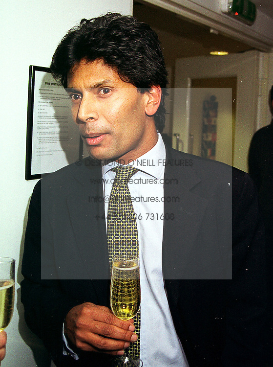 MR DES GUNEWARDENA Chief Executive of Conran Restaurants, at a party in London on 20th October 1999.MXZ 17