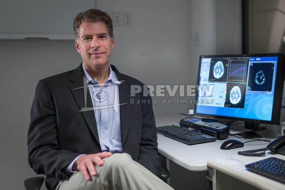 O neuroeconomista Paul Zack, no hospital da PUC-RS, em Porto Alegre. FOTO: Jefferson Bernardes/ Agência Preview