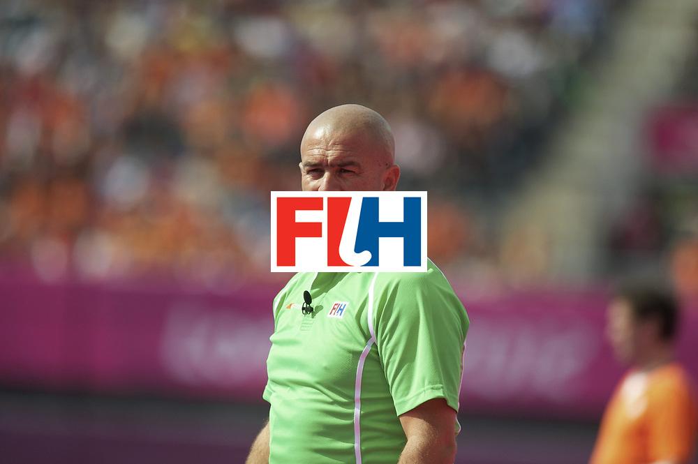 LONDON - Olympische Spelen 2012.men match.Netherlands v India.foto: Umpire Nathan Stagno...FFU PRESS AGENCY COPYRIGHT FRANK UIJLENBROEK.