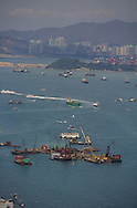 Hong Kong. New reclaimed land in ìcentralî for the new airport project. the bay is getting shorter and shorter   /  polder en construction devant central   /  R00073/    L1094  /  R00160  /  P0003808
