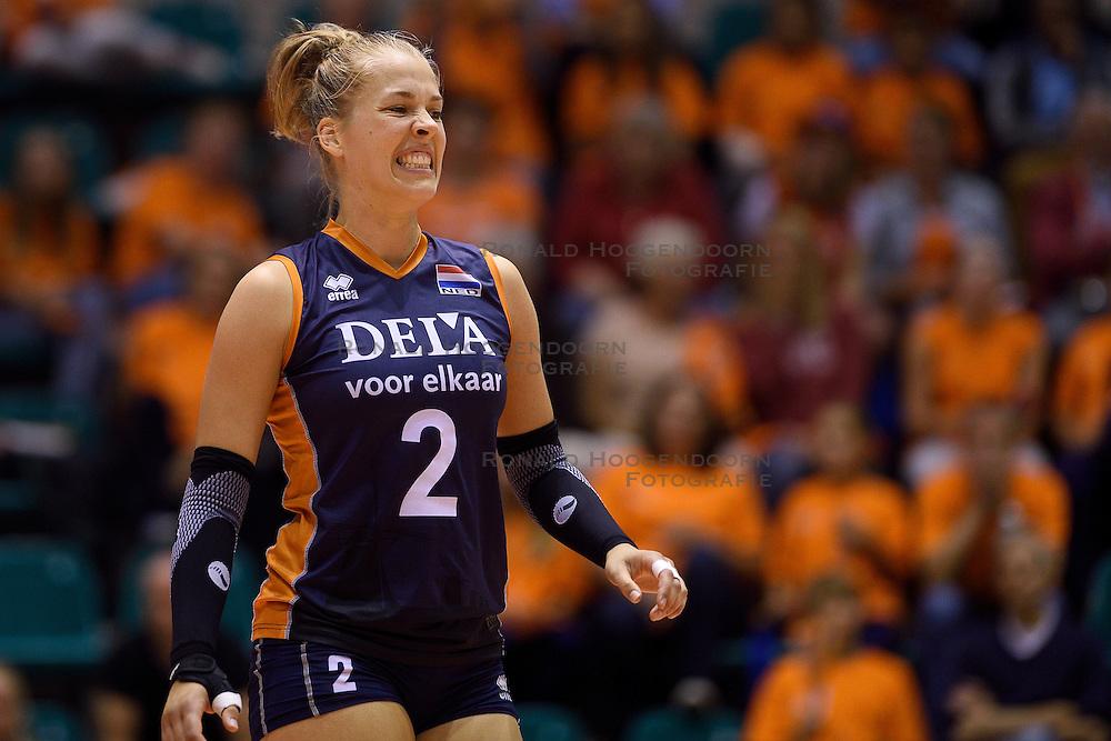 12-09-2015 NED: Oefenduel Nederland - Brazilie, Rotterdam<br /> Nederland verliest met 2-1 van Brazilie / Femke Stoltenborg #2