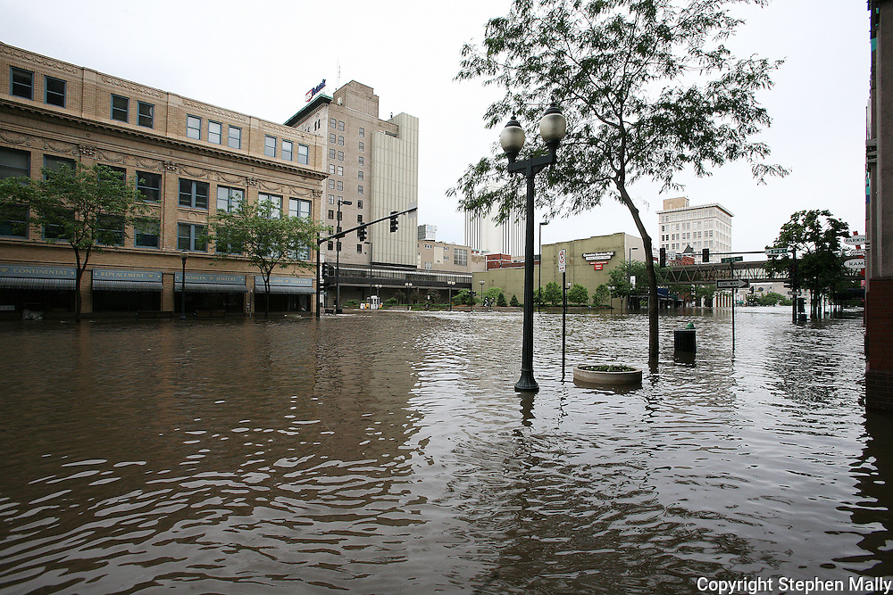 Massive flooding has covered the Midwest section of the United States. In Cedar Rapids, Iowa over 400 blocks were underwater. Other towns are now bracing for the water as it continues downstream.///First Avenue and Second Street in downtown Cedar Rapids, Iowa..