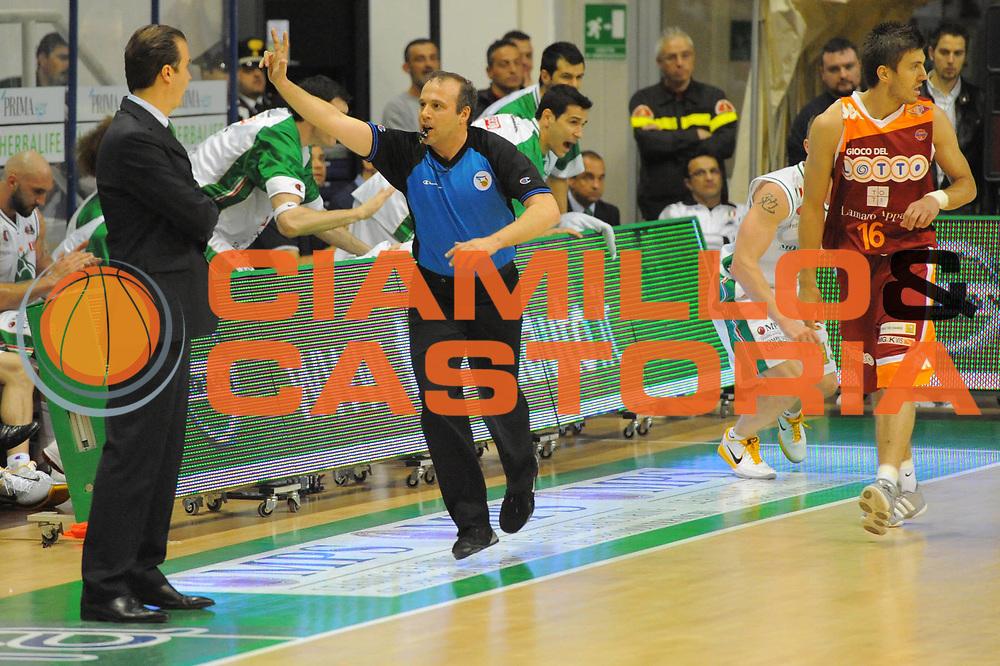 DESCRIZIONE : Siena Lega A 2010-11 Montepaschi Siena Lottomatica Virtus Roma<br /> GIOCATORE : Simone Pianigiani<br /> SQUADRA : Montepaschi Siena<br /> EVENTO : Campionato Lega A 2010-2011<br /> GARA : Montepaschi Siena Lottomatica Virtus Roma<br /> DATA : 15/05/2011<br /> CATEGORIA : coach fair play<br /> SPORT : Pallacanestro<br /> AUTORE : Agenzia Ciamillo-Castoria/GiulioCiamillo<br /> Galleria : Lega Basket A 2010-2011<br /> Fotonotizia : Siena Lega A 2010-11 Montepaschi Siena Lottomatica Virtus Roma<br /> Predefinita :