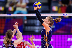 12.06.2018, Porsche Arena, Stuttgart<br /> Volleyball, Volleyball Nations League, Türkei / Tuerkei vs. Niederlande<br /> <br /> Nicole Koolhaas (#22 NED), Zuspiel Femke Stoltenborg (#2 NED)<br /> <br /> Foto: Conny Kurth / www.kurth-media.de