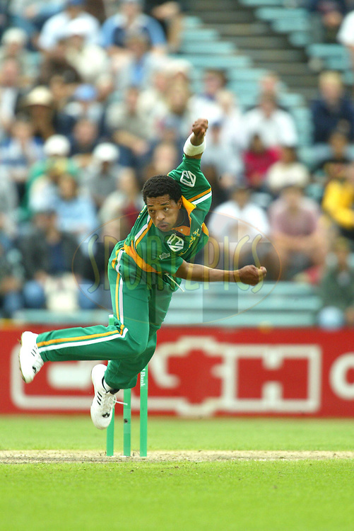 29 February 2004, National Bank International One Day Series, New Zealand vs South Africa, 5th ODI, Eden Park, Auckland, New Zealand..Makhaya Ntini. New Zeland won the game by 2 runs to take out the series 4-1..Pic: Sandra TEDDY/Photosport