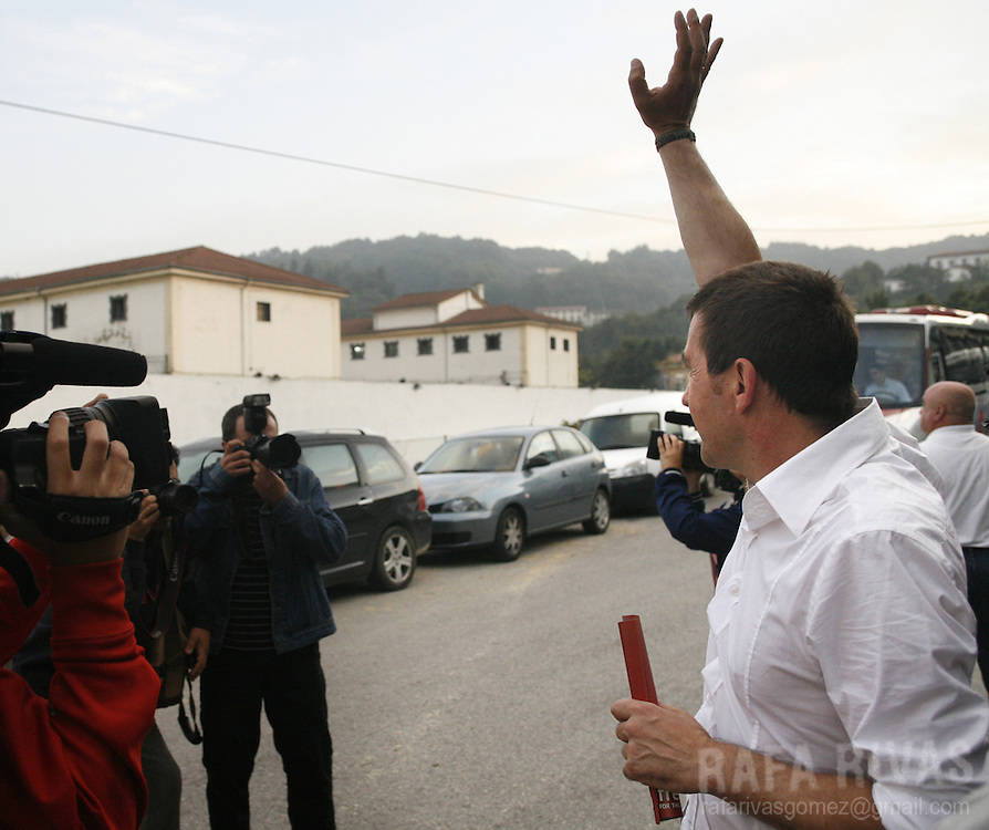 Former leader of banned Basque separatist party Batasuna, (political wing of ETA), Arnaldo Otegi, waves to some imprisoned people, as he leaves the Martutene prison in the northern Spanish Basque city of San Sebastian, on August 30, 2008.- Otegi was released after being 15 months in prison. PHOTO RAFA RIVAS