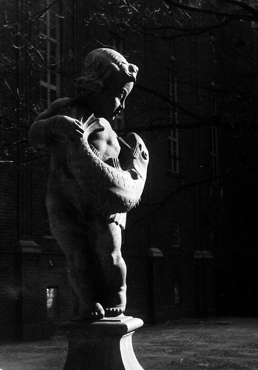 Skulptur på Stadshusgården 1961