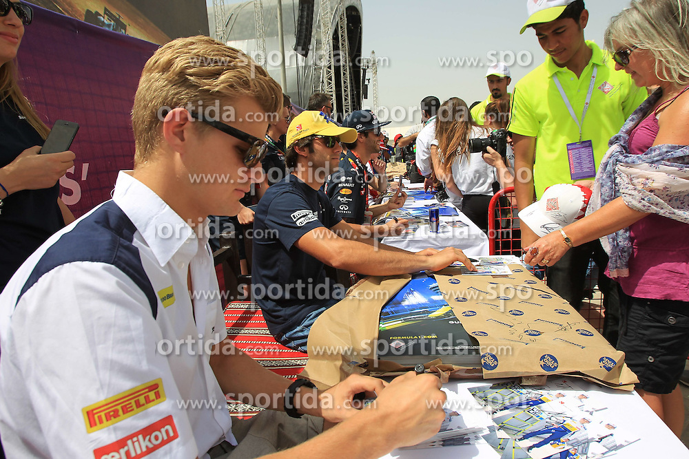 18.04.2015, International Circuit, Sakhir, BHR, FIA, Formel 1, Grand Prix von Bahrain, Qualifying, im Bild Marcus Ericsson (SWE) Sauber signs autographs for the fans // during Qualifying of the FIA Formula One Bahrain Grand Prix at the International Circuit in Sakhir, Bahrain on 2015/04/18. EXPA Pictures &copy; 2015, PhotoCredit: EXPA/ Sutton Images/ Mirko Stange<br /> <br /> *****ATTENTION - for AUT, SLO, CRO, SRB, BIH, MAZ only*****