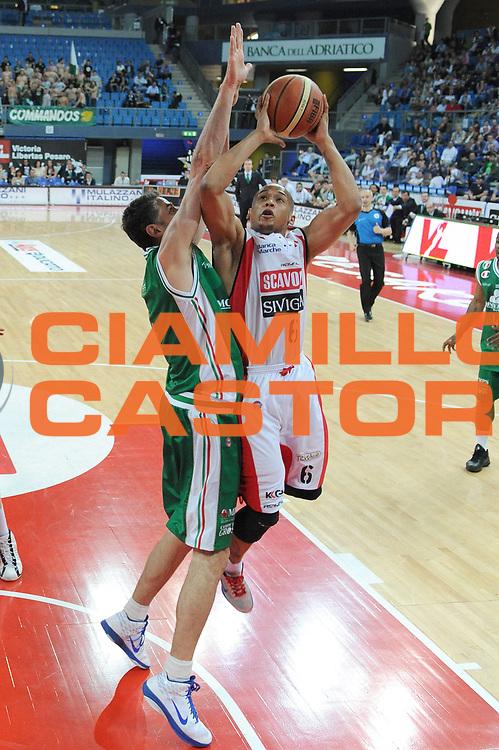 DESCRIZIONE : Pesaro Lega A 2010-11 Scavolini Siviglia Pesaro Montepaschi Siena<br /> GIOCATORE : Guillermo Diaz<br /> SQUADRA : Scavolini Sivilgia Pesaro<br /> EVENTO : Campionato Lega A 2010-2011<br /> GARA : Scavolini Siviglia Pesaro Montepaschi Siena<br /> DATA : 10/04/2011<br /> CATEGORIA : tiro penetrazione<br /> SPORT : Pallacanestro<br /> AUTORE : Agenzia Ciamillo-Castoria/C.De Massis<br /> Galleria : Lega Basket A 2010-2011<br /> Fotonotizia : Pesaro Lega A 2010-11 Scavolini Siviglia Pesaro Montepaschi Siena<br /> Predefinita :