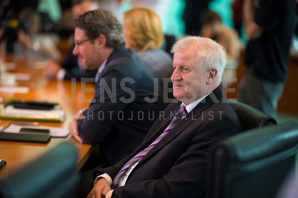 DEU, Deutschland, Germany, Berlin, 30.05.2018: Bundesinnenminister Horst Seehofer (CSU) vor Beginn der 11. Kabinettsitzung im Bundeskanzleramt.
