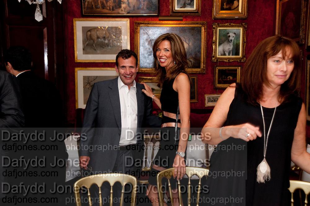 POJU ZABLUDOWICZ ; HEATHER KERZNER; ANITA ZABLUDOWICZ , Dinner hosted by Elizabeth Saltzman for Mario Testino and Kate Moss. Mark's Club. London. 5 June 2010. -DO NOT ARCHIVE-© Copyright Photograph by Dafydd Jones. 248 Clapham Rd. London SW9 0PZ. Tel 0207 820 0771. www.dafjones.com.
