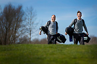 HALFWEG / AMSTERDAM - Golfpro's  David Sijnke en  Dirk Sandee , van de Amsterdamse Golf Club , AGC, voor clubblad Birdie.    COPYRIGHT KOEN SUYK