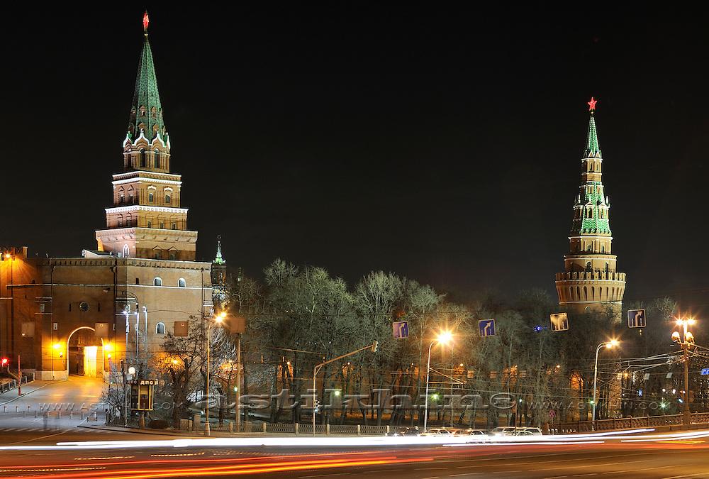Traffic and Moskovskiy Kreml