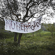 On the road that from Lanciano leads to all the municipalities that will be crossed by the new mega-power line, there are many signs of protest and dissent towards the new project.<br /> Lanciano (CH)