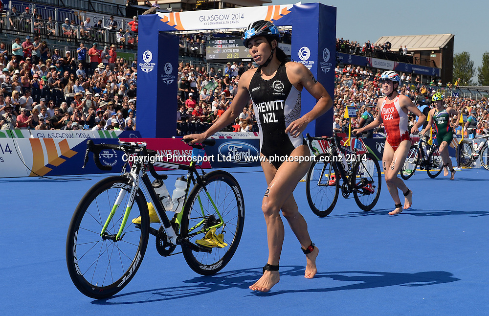 Andrea Hewitt in action during the Women's Triathlon at Strathclyde Country Park. Glasgow Commonwealth Games 2014. Monday 24 July 2014. Scotland. Photo: Andrew Cornaga/Photosport.co.nz
