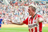 EINDHOVEN - PSV - Feyenoord , Voetbal , Seizoen 2015/2016 , Eredivisie , Philips Stadion , 30-08-2015 , PSV speler Maxime Lestienne scoort de gelijkmaker voor de 1-1 en viert dit