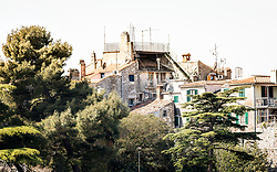 THEMENBILD - Porec ist eine Stadt an der Westkueste von der kroatischen Halbinsel Istrien, im Bild Gebaeude in Porec. Aufgenommen am 12. April 2017 // Porec is a town on the western coast of the Croatian peninsula Istria, This picture shows buildings, Porec, Croatia on 2017/04/12. EXPA Pictures © 2017, PhotoCredit: EXPA/ Sebastian Pucher
