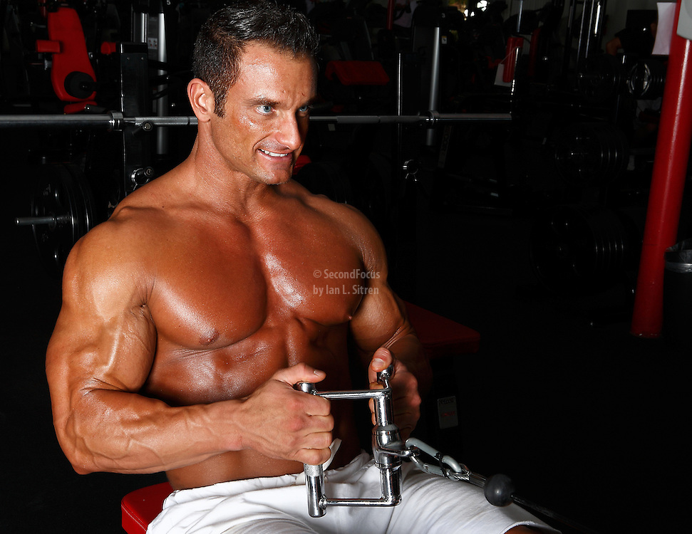 Bodybuilder Dan Decker working out, weightlifting in the gym.