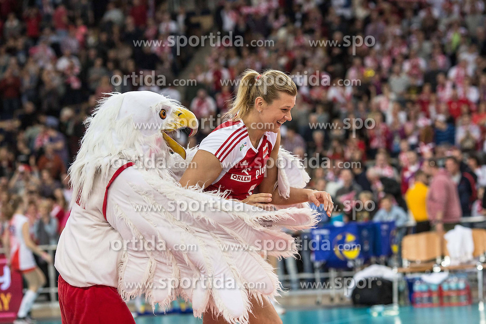 04.01.2014, Atlas Arena, Lotz, POL, FIVB, Damen WM Qualifikation, Polen vs Spanien, im Bild MALGORZATA GLINKA-MOGENTALE, ORZEL MASKOTKA // MALGORZATA GLINKA-MOGENTALE, ORZEL MASKOTKA during the ladies FIVB World Championship qualifying match between Poland and Spain at the Atlas Arena in Lotz, Poland on 2014/01/04. EXPA Pictures &copy; 2014, PhotoCredit: EXPA/ Newspix/ Radoslaw Jozwiak<br /> <br /> *****ATTENTION - for AUT, SLO, CRO, SRB, BIH, MAZ, TUR, SUI, SWE only*****