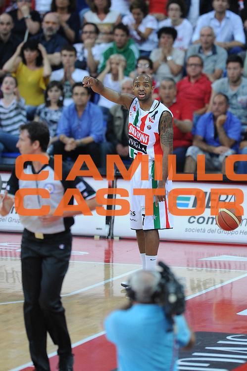 DESCRIZIONE : Pesaro  Lega A 2011-12 Scavolini Siviglia Pesaro EA7 Emporio Armani Milano  play off semifinale gara 3<br /> GIOCATORE : Richard Hickman<br /> CATEGORIA : delusione<br /> SQUADRA : Scavolini Siviglia Pesaro<br /> EVENTO : Campionato Lega A 2011-2012 Play off semifinale gara 3<br /> GARA : Scavolini Siviglia Pesaro  EA7 Emporio Armani Milano <br /> DATA : 02/06/2012<br /> SPORT : Pallacanestro <br /> AUTORE : Agenzia Ciamillo-Castoria/ GiulioCiamillo<br /> Galleria : Lega Basket A 2011-2012  <br /> Fotonotizia : Pesaro  Lega A 2011-12 Scavolini Siviglia Pesaro EA7 Emporio Armani Milano play off semifinale gara 3<br /> Predefinita :