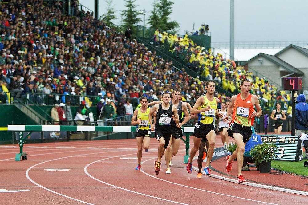 mens' 3000 meter steeplechase, Ben Bruce leads pack