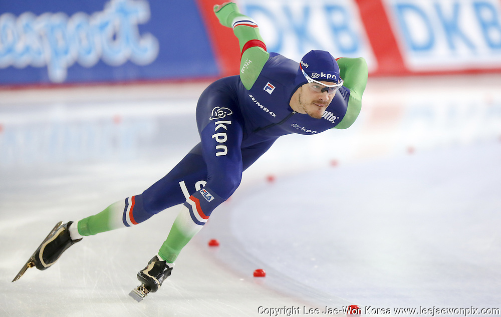 Netherlands' Hein Otterspeer in action during men's 1000m Division A of the ISU Speed Skating World Cup at Taerung International Skating Rink in Seoul, South Korea, November 22, 2014.  Photo by Lee Jae-Won