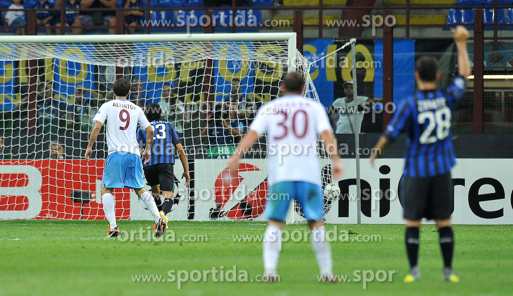 14.09.2011, Giuseppe Meazza Stadion, Mailand, ITA, UEFA CL, Inter Mailand vs Trabzonspor, im Bild Il gol di Ondrej Celutska Trabzonspor.Goal Celebration.. EXPA Pictures © 2011, PhotoCredit: EXPA/ InsideFoto/ Alessandro Sabattini +++++ ATTENTION - FOR AUSTRIA/(AUT), SLOVENIA/(SLO), SERBIA/(SRB), CROATIA/(CRO), SWISS/(SUI) and SWEDEN/(SWE) CLIENT ONLY +++++