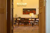 24 SEP 2002, BERLIN/GERMANY:<br /> Ein Blick in das Buero von Johannes Rau, Bundespraesident, Schloss Bellevue<br /> IMAGE: 20020924-01-034<br /> KEYWORDS: Bundespräsident