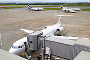 Confins_MG, Brasil...Aeroporto internacional Tancredo Neves (Confins). Na foto avioes na pista...International airport Tancredo Neves (Confins). In this photo airplanes on runway...Foto: BRUNO VILELA / NITRO