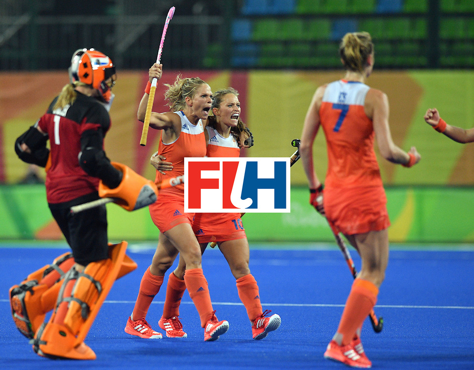 Netherland's Kelly Jonker (3rd L) celebrates with teammates after winning the women's quarterfinal field hockey Netherlands vs Argentina match of the Rio 2016 Olympics Games at the Olympic Hockey Centre in Rio de Janeiro on August 15, 2016.  / AFP / Carl DE SOUZA        (Photo credit should read CARL DE SOUZA/AFP/Getty Images)