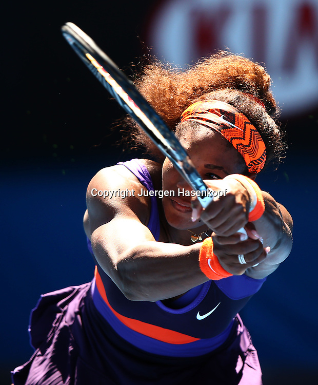 Australian Open 2013, Melbourne Park,ITF Grand Slam Tennis Tournament,.Serena Williams (USA),Aktion,Einzelbild,Halbkoerper,Hochformat,