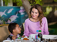 Queen Rania & Princess Iman Join Orphans For Meal