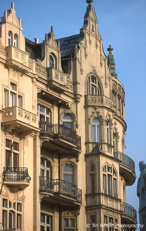 CZECH REPUBLIC PRAGUE MAR00 - City mansions on the riverbank of the Vltava in central Prague. . . jre/Photo by Jiri Rezac. . © Jiri Rezac 2000. . Tel:   +44 (0) 7050 110 417. Email: info@jirirezac.com. Web:   www.jirirezac.com