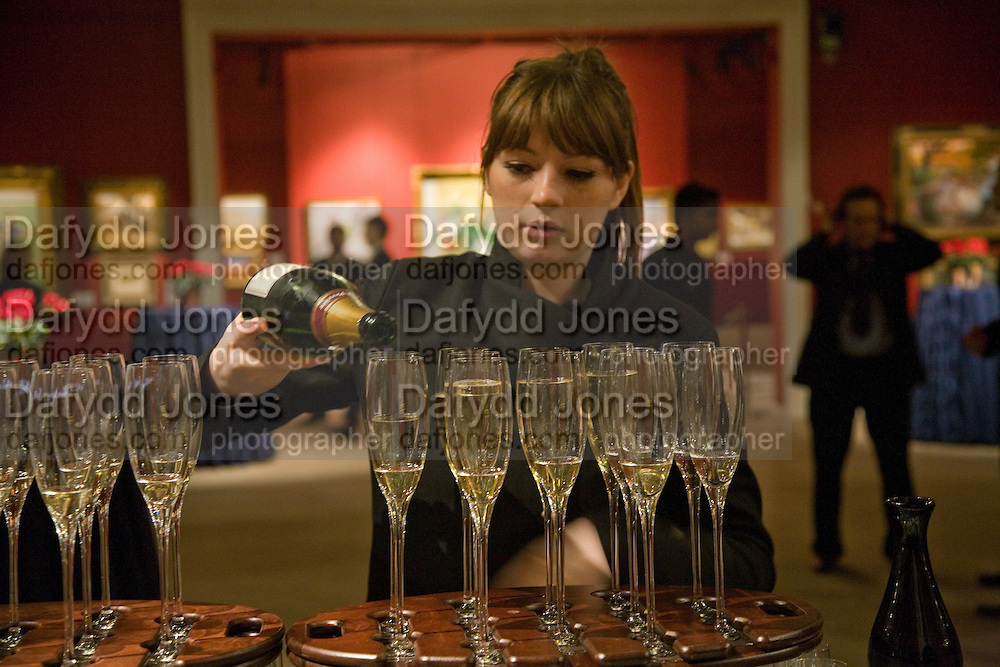POURING CHAMPAGNE, Preview of Greek Sale sponsored by Citibank. Sotheby's. New Bond st. London. 10 November 2008 *** Local Caption *** -DO NOT ARCHIVE -Copyright Photograph by Dafydd Jones. 248 Clapham Rd. London SW9 0PZ. Tel 0207 820 0771. www.dafjones.com