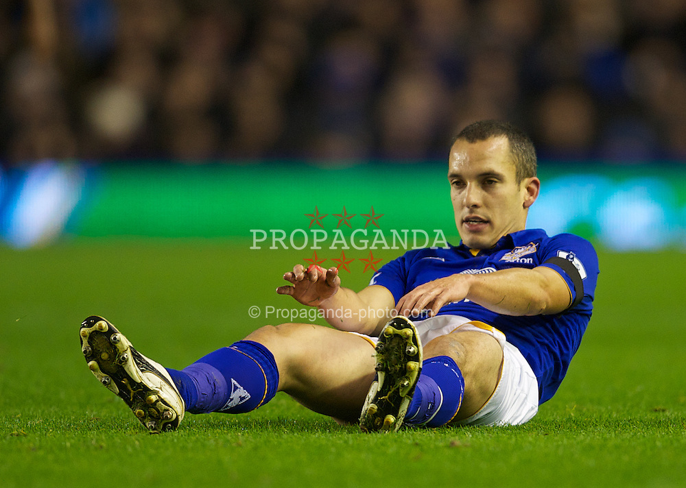 LIVERPOOL, ENGLAND - Wednesday, January 4, 2012: Everton's Leon Osman in action against Bolton Wanderers during the Premiership match at Goodison Park. (Pic by David Rawcliffe/Propaganda)
