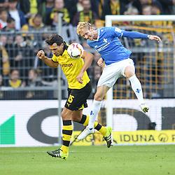 27.09.2015, Signal Iduna Park, Dortmund, GER, 1. FBL, Borussia Dortmund vs SV Darmstadt 98, 7. Runde, im Bild Jan Rosenthal (SV Darmstadt 98 #10) im Kopfballduell gegen Kapitaen Mats Hummels (Borussia Dortmund #15) // during the German Bundesliga 7th round match between Borussia Dortmund and SV Darmstadt 98 at the Signal Iduna Park in Dortmund, Germany on 2015/09/27. EXPA Pictures © 2015, PhotoCredit: EXPA/ Eibner-Pressefoto/ Schueler<br /> <br /> *****ATTENTION - OUT of GER*****