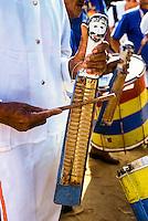 28/10/2005 - Brasil - Espirito Santo - Linhares - Banda de Congo na Festa do Cabloco Bernardo na Vila de Regência - Foto: Tadeu Bianconi/ Mosaico Imagem