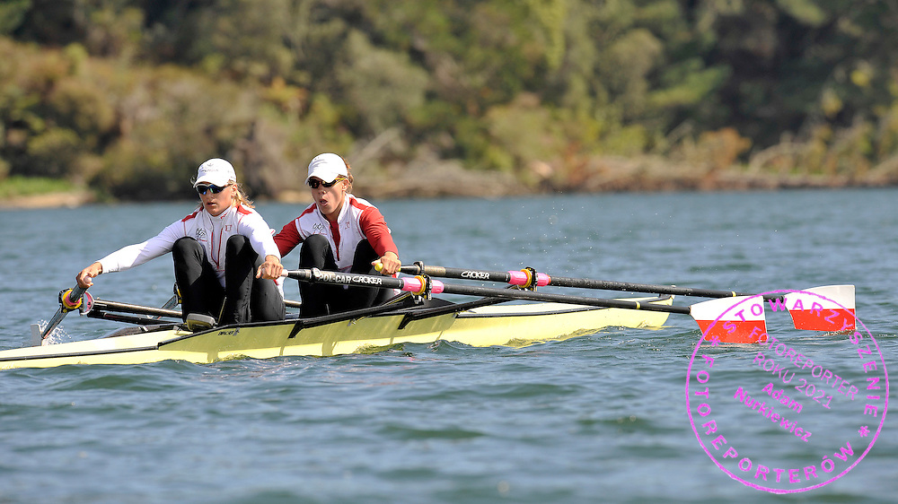 (L) JULIA MICHALSKA & (R) MAGDALENA FULARCZYK (BOTH POLAND) DURING TRAINING SESSION ON ORAKEI KORAKO LAKE SIX DAYS BEFORE REGATTA WORLD ROWING CHAMPIONSHIPS ON KARAPIRO LAKE IN NEW ZEALAND...NEW ZEALAND , TAUPO , OCTOBER 25, 2010..( PHOTO BY ADAM NURKIEWICZ / MEDIASPORT )..PICTURE ALSO AVAIBLE IN RAW OR TIFF FORMAT ON SPECIAL REQUEST.