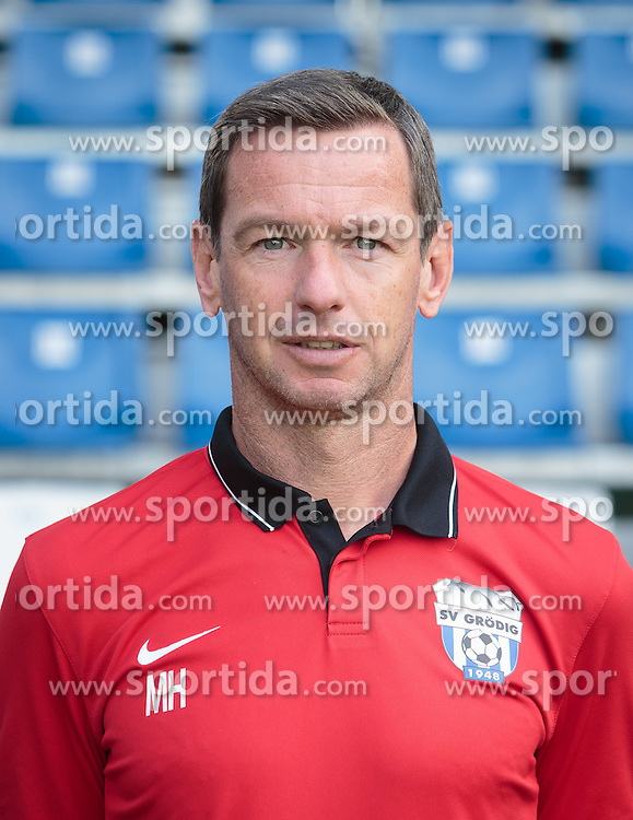 15.09.2015, Das Goldberg Stadion, Groedig, AUT, 1. FBL, Fototermin SV Groedig, im Bild Co-Trainer Martin Hiden // during the official Team and Portrait Photoshoot of Austrian Football Bundesliga Team SV Groedig at the Das Goldberg Stadion, Groedig, Austria on 2015/09/15. EXPA Pictures © 2015, PhotoCredit: EXPA/ JFK