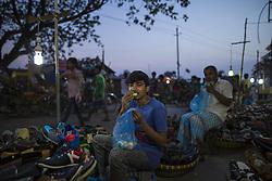 June 3, 2017 - Dhaka, Bangladesh - Muslims have a fast-breaking meal on the holy month of Ramadan on street in Dhaka, Bangladesh on June 03, 2017. (Credit Image: © Zakir Hossain Chowdhury/NurPhoto via ZUMA Press)