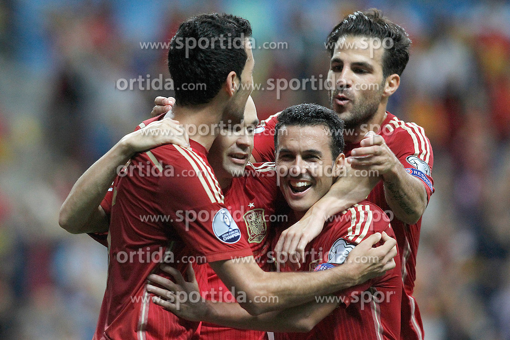 05.09.2015, Stadio Nuevo Carlos Tartiere, Oviedo, ESP, UEFA Euro 2016 Qualifikation, Spanien vs Slowakei, Gruppe C, im Bild Spain's Sergio Busquets, Andres Iniesta, Pedro Rodriguez and Cesc Fabregas celebrate goal // during the UEFA EURO 2016 qualifier Group C match between Spain and Slovakia at the Stadio Nuevo Carlos Tartiere in Oviedo, Spain on 2015/09/05. EXPA Pictures &copy; 2015, PhotoCredit: EXPA/ Alterphotos/ Acero<br /> <br /> *****ATTENTION - OUT of ESP, SUI*****