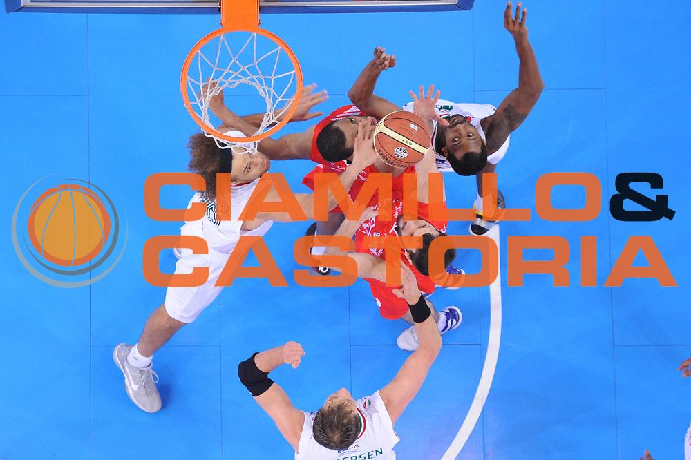 DESCRIZIONE : Torino Coppa Italia Final Eight 2012 Semifinale Montepaschi Siena EA7 Emporio Armani Milano<br /> GIOCATORE : Antonis Fotsis David Andersen<br /> CATEGORIA : special rimbalzo difesa<br /> SQUADRA : Montepaschi Siena EA7 Emporio Armani Milano<br /> EVENTO : Suisse Gas Basket Coppa Italia Final Eight 2012<br /> GARA : Montepaschi Siena EA7 Emporio Armani Milano<br /> DATA : 18/02/2012<br /> SPORT : Pallacanestro<br /> AUTORE : Agenzia Ciamillo-Castoria/C.De Massis<br /> Galleria : Final Eight Coppa Italia 2012<br /> Fotonotizia : Torino Coppa Italia Final Eight 2012 Semifinale Montepaschi Siena EA7 Emporio Armani Milano<br /> Predefinita :
