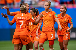 15-06-2019 FRA: Netherlands - Cameroon, Valenciennes<br /> FIFA Women's World Cup France group E match between Netherlands and Cameroon at Stade du Hainaut / Vivianne Miedema #9 of the Netherlands scores 1-0, Shanice van de Sanden #7 of the Netherlands, Lieke Martens #11 of the Netherlands, Daniëlle van de Donk #10 of the Netherlands, Desiree van Lunteren #2 of the Netherlands