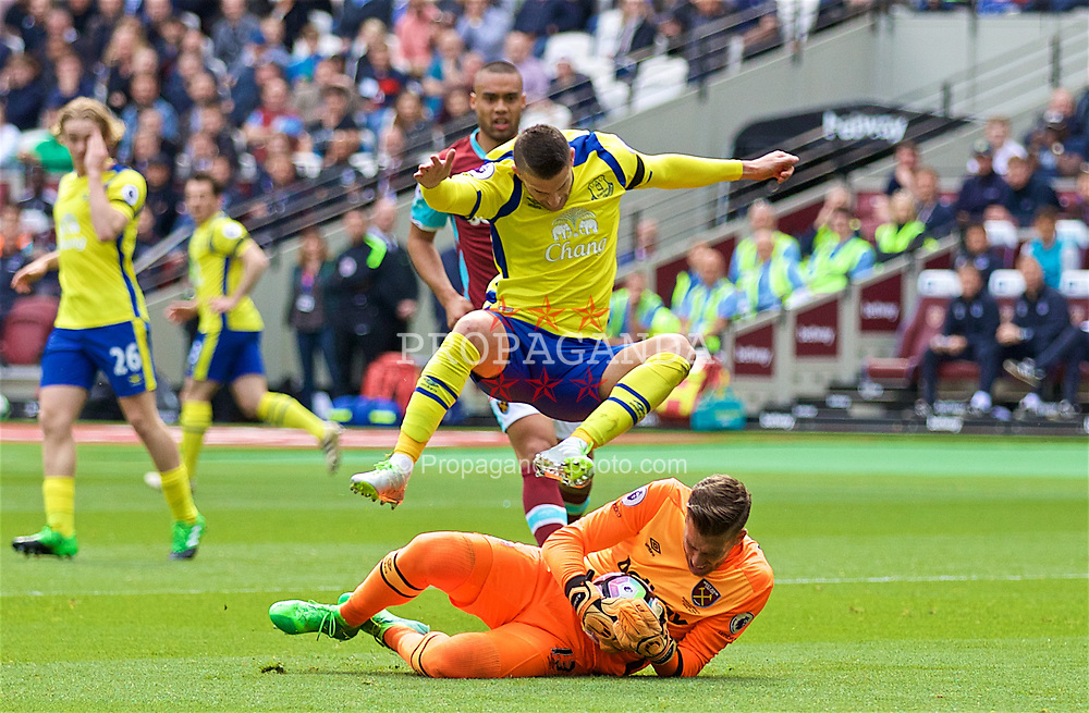 LONDON, ENGLAND - Saturday, April 22, 2017: Everton's Kevin Mirallas in action against West Ham United's goalkeeper Adrian San Miguel del Castillo during the FA Premier League match at the London Stadium. (Pic by David Rawcliffe/Propaganda)