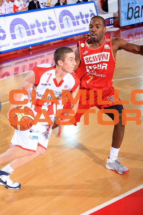 DESCRIZIONE : Teramo Lega A1 2008-09 Bancatercas Teramo Scavolini Spar Pesaro<br /> GIOCATORE : Jaycee Carroll<br /> SQUADRA : Bancatercas Teramo<br /> EVENTO : Campionato Lega A1 2008-2009<br /> GARA : Bancatercas Teramo Scavolini Spar Pesaro<br /> DATA : 30/11/2008<br /> CATEGORIA : palleggio<br /> SPORT : Pallacanestro<br /> AUTORE : Agenzia Ciamillo-Castoria/M.Carrelli