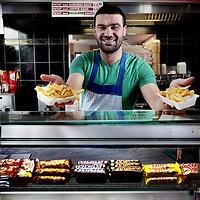 Nederland, Amsterdam , 23 maart 2015.<br /> Snackbar Ecom.<br /> Kerim Yildiz, eigenaar van snackbar Ecom in stadsdeel Bos en Lommer<br /> Foto:Jean-Pierre Jans