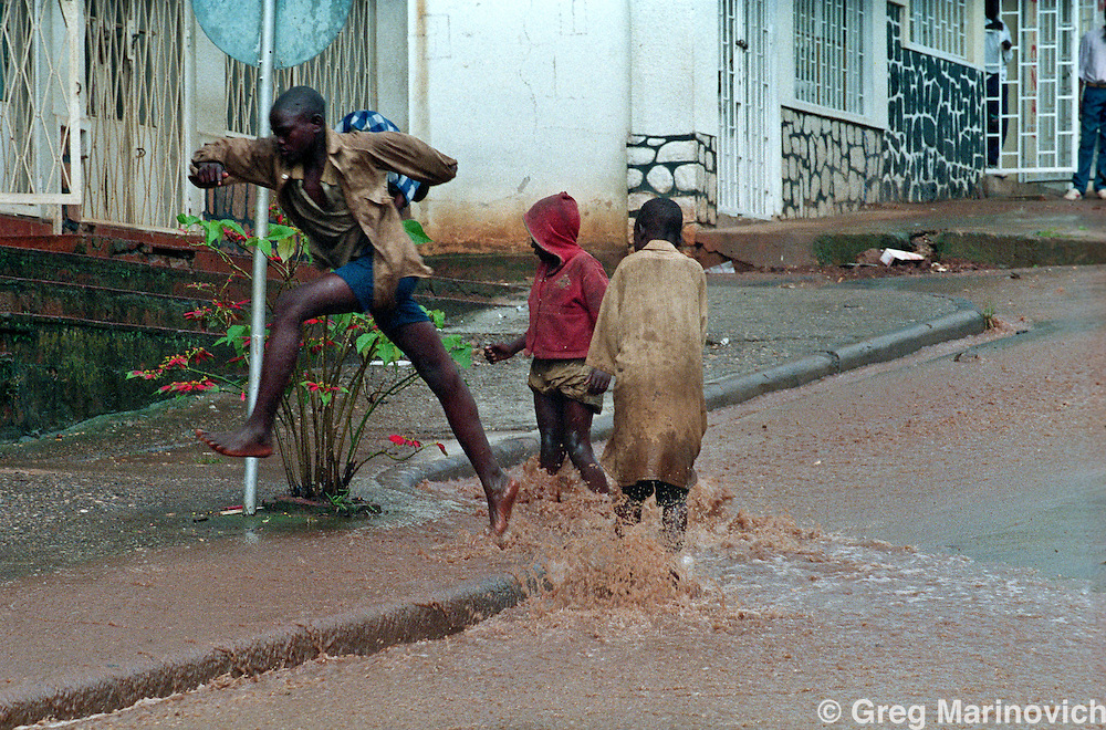 May 11, 1995 Kigali Prosecutors' court, storm. Greg Marinovich