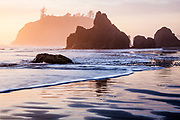 WA14571-00...WASHINGTON - Sunset at Ruby Beach in Olympic National Park.